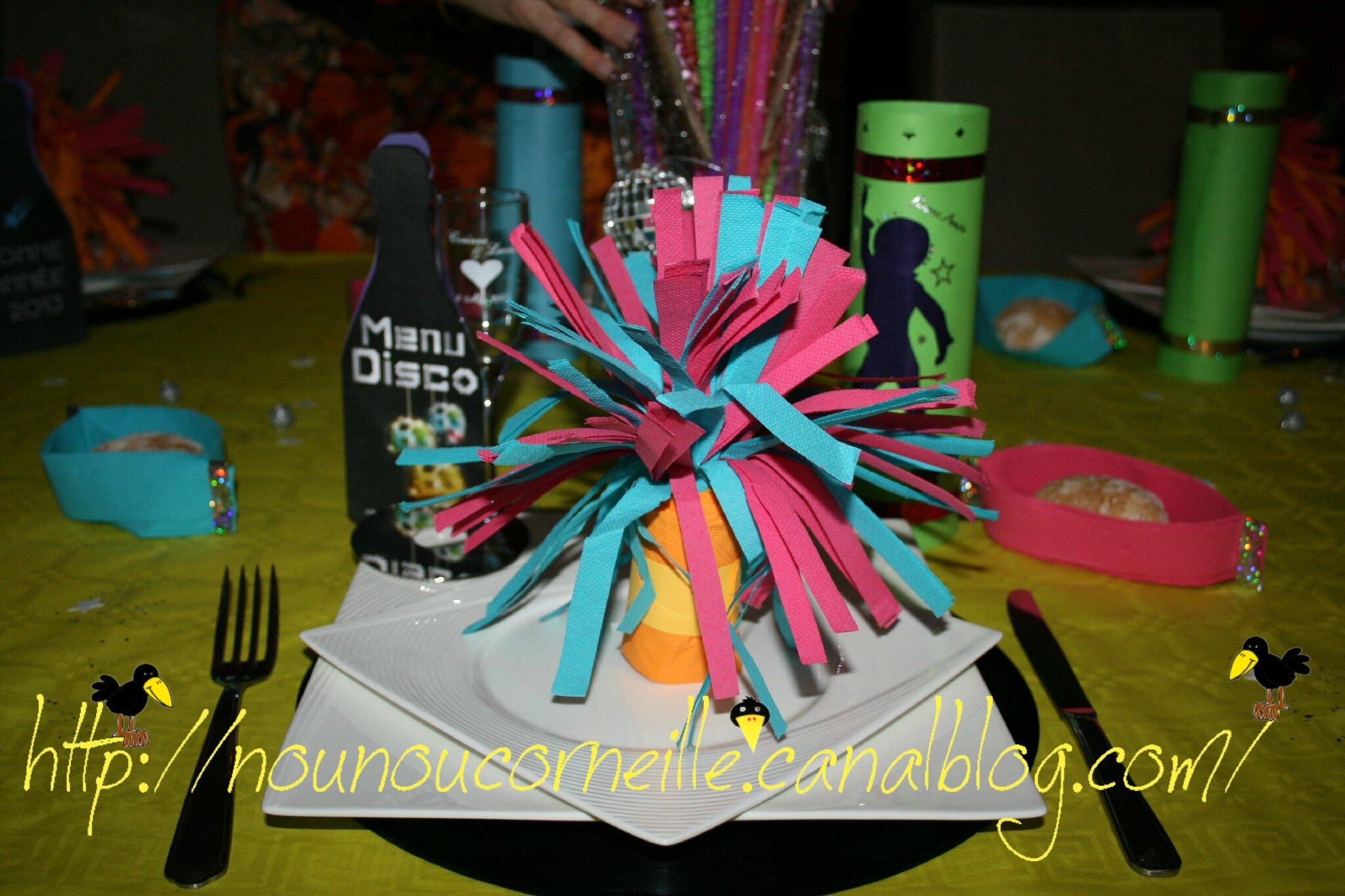 Décoration de la table nouvel an 2012 (thème année 70)