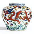 A finely enamelled <b>Wucai</b> 'Dragon' Jar, Mark and period of Wanli (1573-1620)