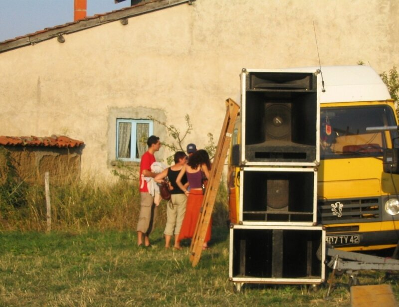 2004 08 FEP préparatifs concert clos crozier