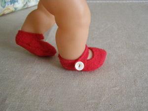 lila chaussures aux pieds 2