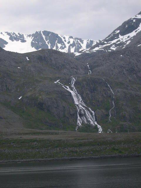 Montagne et cascade