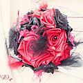 bouquet mariage cabaret baroque corset dentelle rouge noir plumes cereza deco 11 (8c)