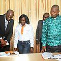 Prof Mbata lors du baptême de son livre