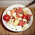 Salade composée exotique au melon, pomelo et fromage