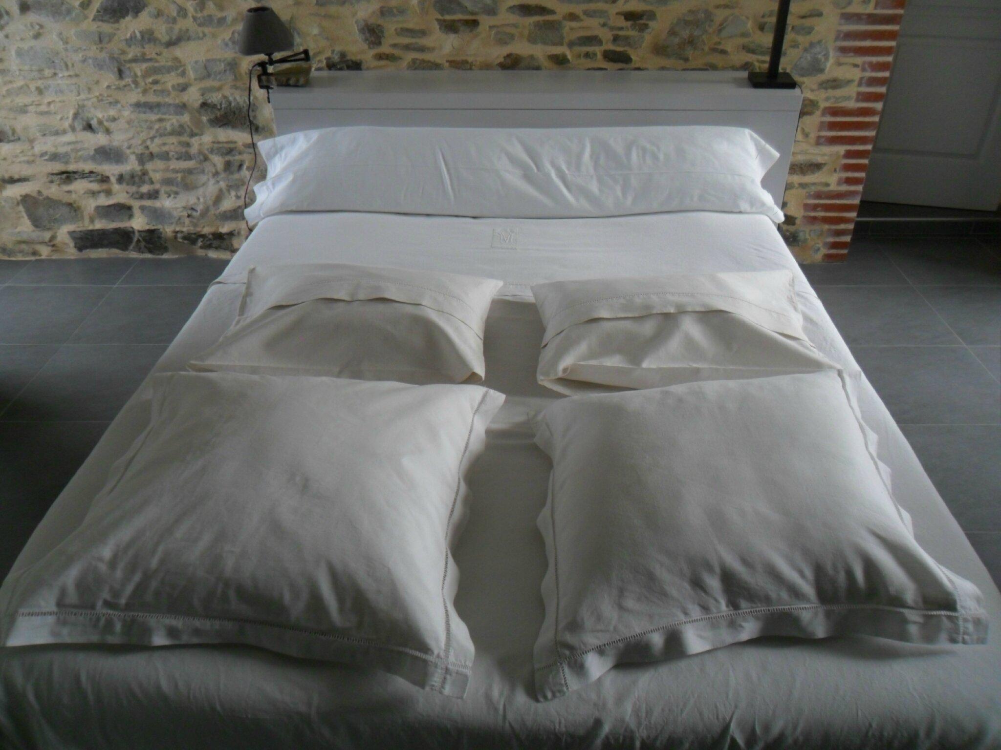 linge de lit sur commande, taies anciennes... stock : photos suivantes