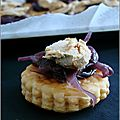 Petits feuilletés au confit d'oignons rouges au patxaran & foie gras au piment d'espelette