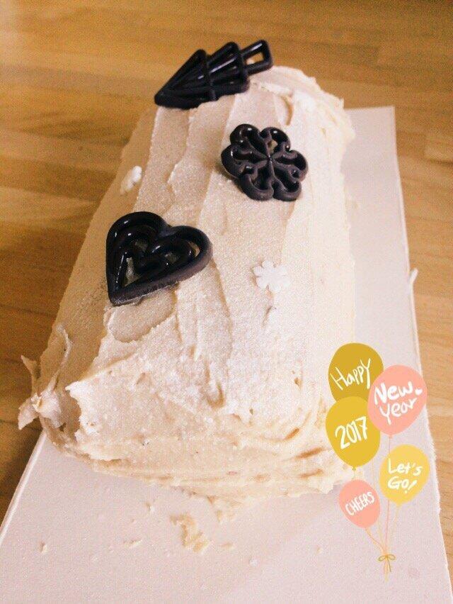 Bûche à la mousse au chocolat praliné et gâteau roulé