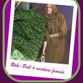 Robe-pull à encolure froncée