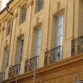 0596 - Façades des maisons Place d'Albertas Aix 16 juin