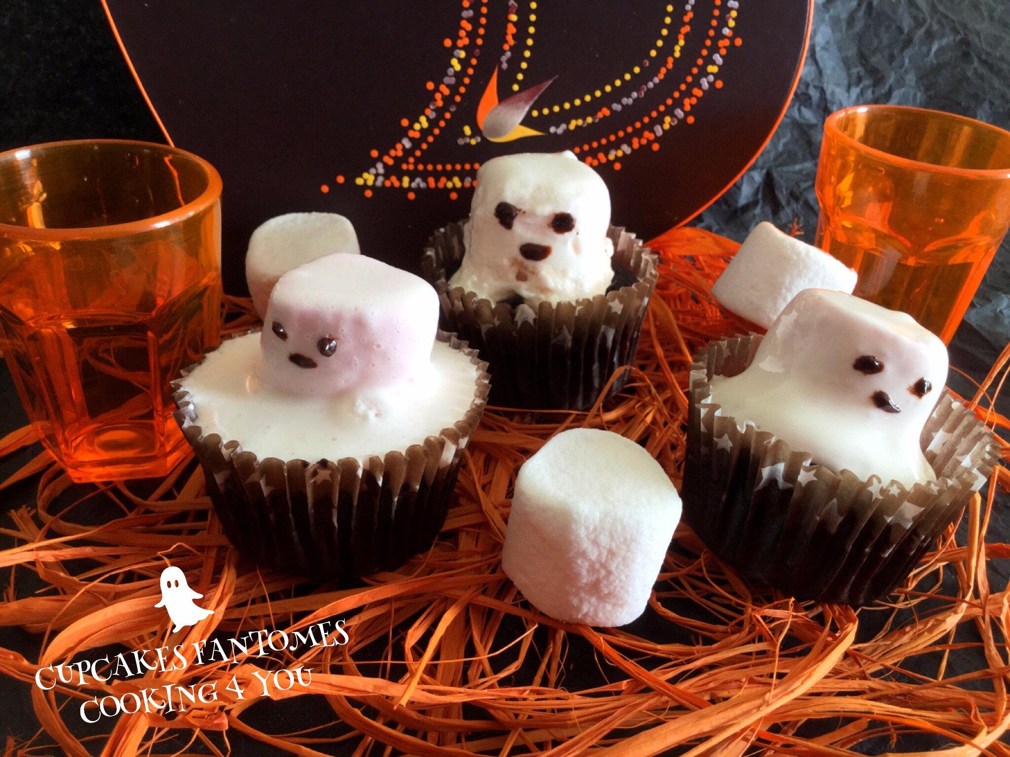 Cupcakes d'Halloween, petits fantômes et chaudrons bouillonnants