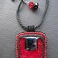 Pendentif carré rouge/noir