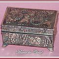 Boîte à Pilules Fleurs et grappes de raisin Métal argenté 1
