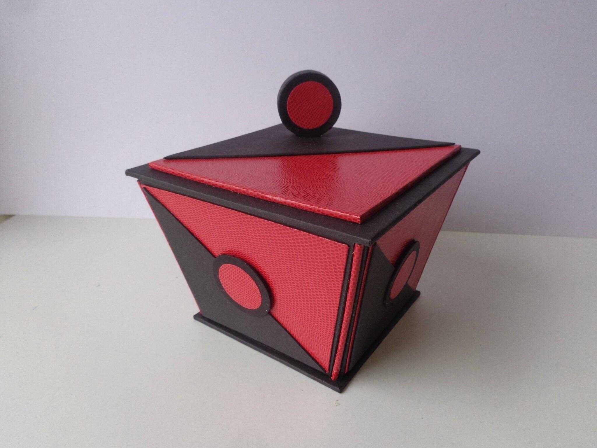 """Boite trapèze """"rouge et noire"""""""