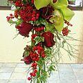 Bouquet de Mariée retombant vert et rouge
