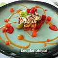 Tartare de thon, salade de poivrons, condiment abricot