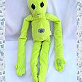 Peluche Personnage Extraterrestre <b>Alien</b> Fantôme Vert Spirale Violet Longs Bras K&M INTERNATIONAL INC