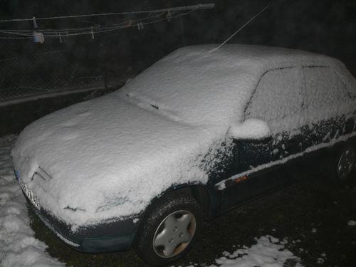 2008 10 29 Ma voiture en matinée aprés la première chute de neige de la nuit
