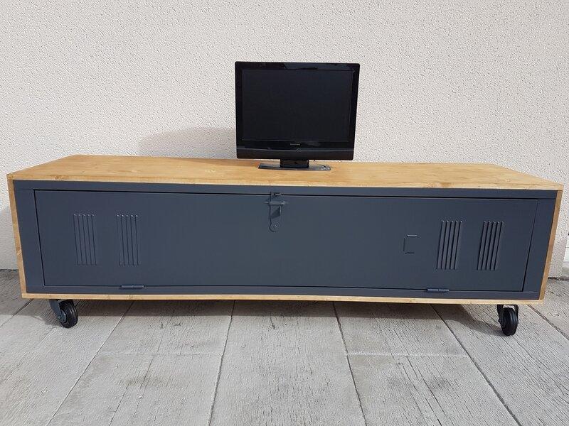 Vestiaire métalique transformé en meuble tv