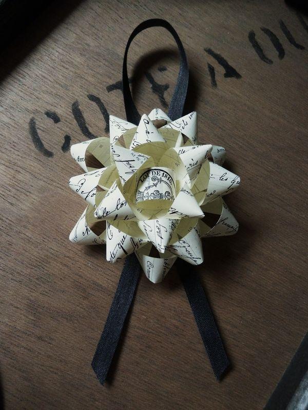 Etoile ou fleur avec copie d'un ancien acte notarié