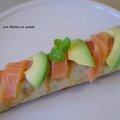 Crêpe roulée au saumon, à l'avocat, au concombre et au fromage ail et fines herbes.