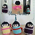 Les portes-clés poupée type kokeshi au tricot