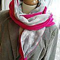 * grand foulard - en rose et gris *