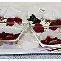 Verrine bananes, framboises, coulis de framboises, spéculoos et chantilly de yaourt........