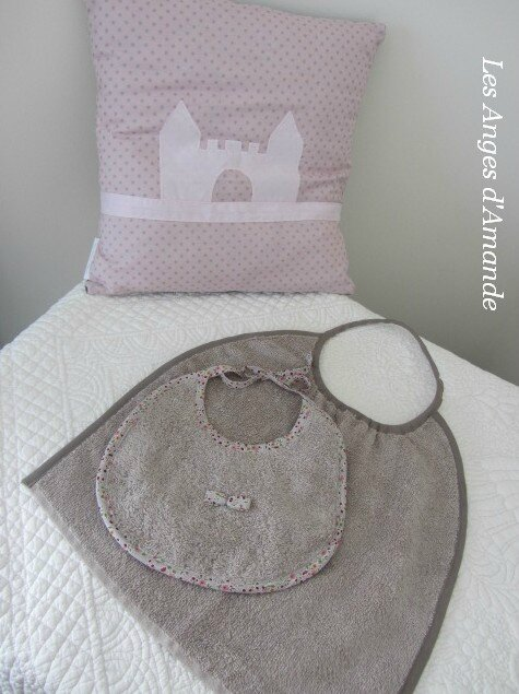 coussin + bavoirs