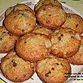 Muffins aux dés de poires aux pépites de chocolat et aux noix.