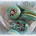 Macarons, meringue à la française, ganache arôme curaçao sans alcool........................