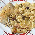 Cuisse de poulet aux anchois, olives et coquillages