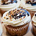 Cupcakes aux pépites de chocolats et éclats de praliné caramélisé