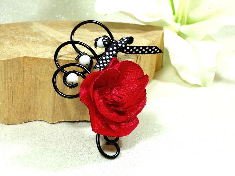 Boutonnière fleur rouge noir mariage