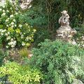 Le bassin rocailleur et son marmouset de fonte (Jardin Groslot)