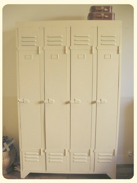 vintage vestiaire la ch taigne. Black Bedroom Furniture Sets. Home Design Ideas