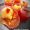 Petits muffins fourrés à la confiture de fraises