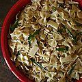 Salade de <b>farfalle</b>, roquette, parmesan et pignons