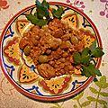 Tajine de faux poulet aux carottes, aux olives et aux pois chiches