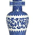 A fine blue and white Ming-style <b>arrow</b> <b>vase</b>, seal mark and period of Qianlong
