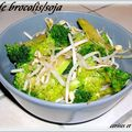 Salade brocolis cru , germes de soja et amandes