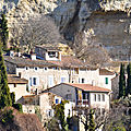 Habitats <b>troglodytiques</b> du Beaucet