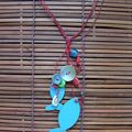 Pendentif - rouge, turquoise, coquillage et boutons
