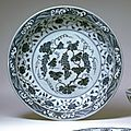 Plate with grape design, Ming dynasty (1368-1644), Reign of the <b>Xuande</b> emperor (1426-1435)