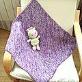 <b>Couverture</b> de naissance bicolore au tricot, suite...