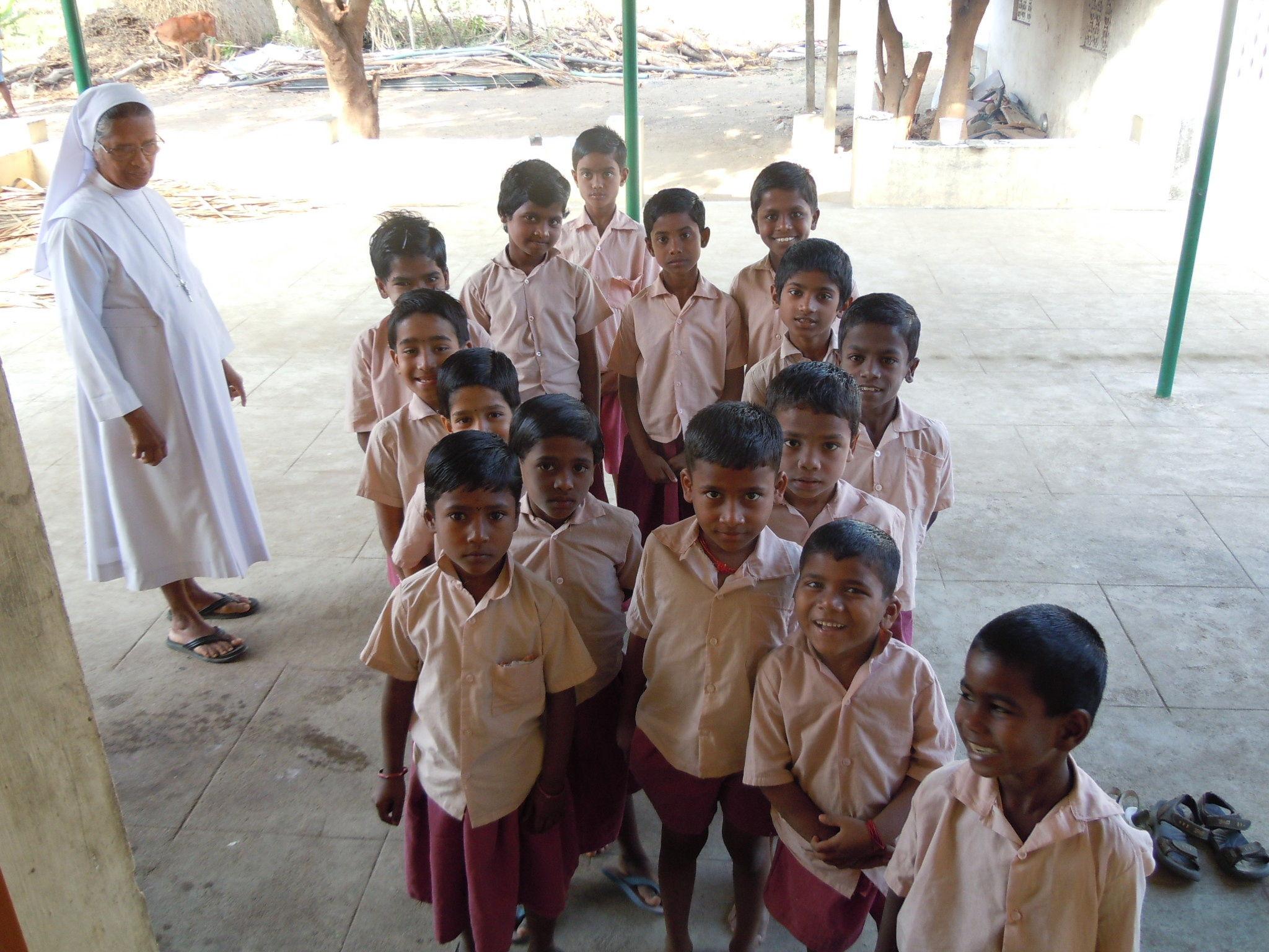 Sneha Sadan - Les petits orpheleins partent à l'école