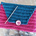 Housse/pochette pour tablette au crochet