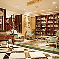 Une bibliothèque de livres oubliés dans un hôtel de madrid
