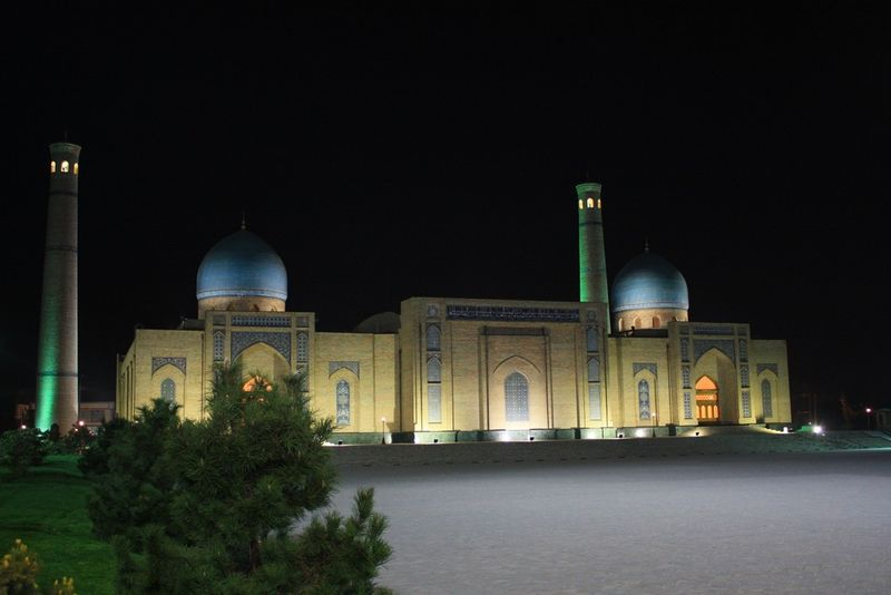 Place Khast-Imam by night