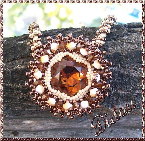 Pendentif crystal burst smoked topaz, chalkwhite brandy + spiral rope