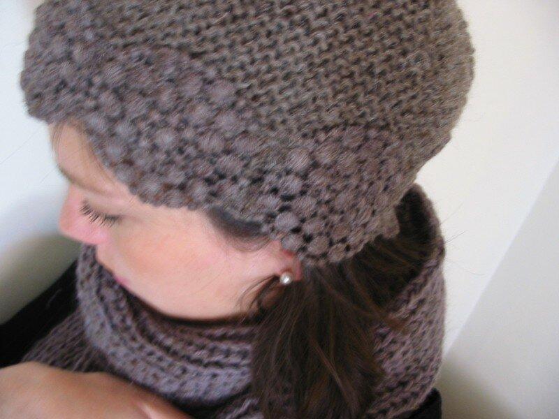 bonnet point mousse en alpaga et galon guipure marron glacé, modèle et fournitures La Droguerie